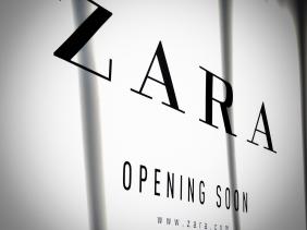 Zara storefront sign