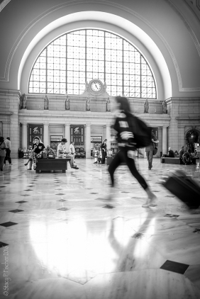 running traveler Union Station Washington D.C.
