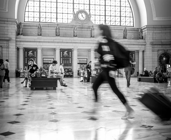 running traveler Union Station Washington D.C.