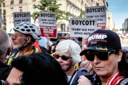 2016-10-trump-hotel-protest-17